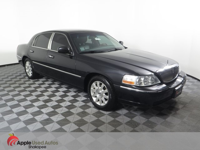 Pre Owned 2011 Lincoln Town Car Signature 4d Sedan In Shakopee